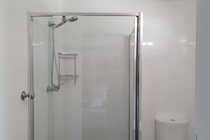 Private Ensuite Bathroom at Black Sheep Motel.