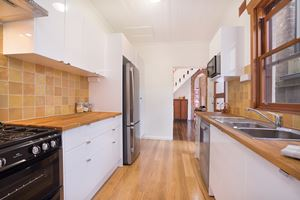 The modern kitchen at 9 Alfred Street Terrace