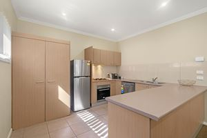 The Kitchen of a 2 Bedroom Townhouse Apartment at Birmingham Gardens Townhouses.