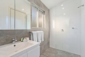 The Bathroom of a 3 Bedroom Townhouse Apartment at Birmingham Gardens Townhouses.
