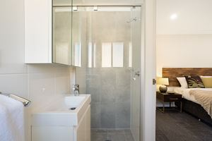 The Ensuite Bathroom of a 5 Bedroom Townhouse Apartment at Birmingham Gardens Townhouses.