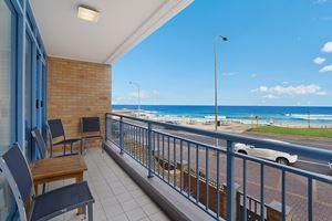 Sandbar Apartment provides a balcony with ocean views over Newcastle Beach.