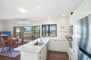 Kitchen - Vista Apartment