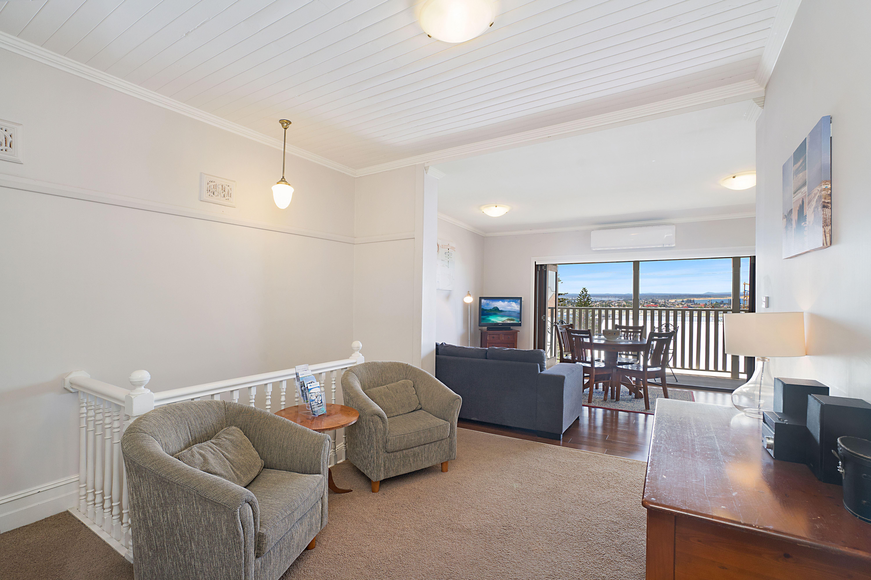 Living Area - Vista Apartment
