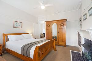 Master Bedroom - Vista Apartment